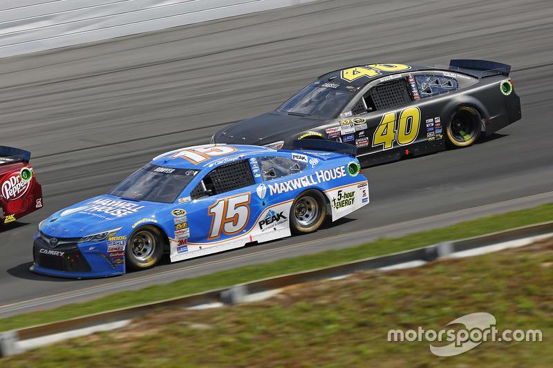 Клінт Бойєр, Michael Waltrip Racing Toyota та Лендон Кассілл, Hillman Circle Sport LLC Chevrolet