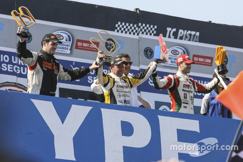 Podium: race winner Omar Martinez, Martinez Competicion Ford, second place Santiago Mangoni, Laboritto Jrs Torino, third place Facundo Ardusso, Trotta Competicion Dodge