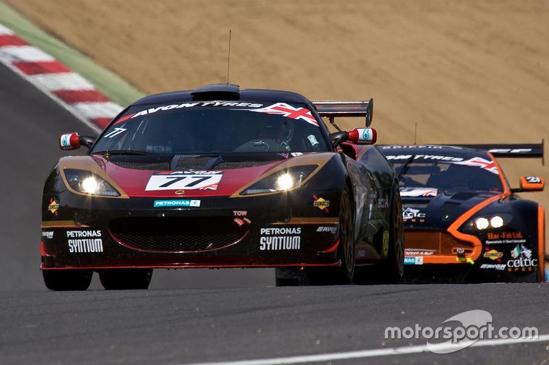 #77 ISSY Racing Lotus Evora GT4: Oz Yusuf, Gavan Kershaw