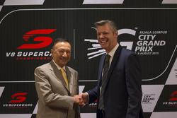 KL City Grand Prix Chairman Y.A.M Tunku Naquiyuddin e il CEO V8 Supercars James Warburton durante il KL City Grand Prix, e Kuala Lumpur, Malaysia