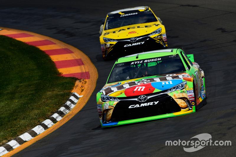 Kyle Busch, dan Carl Edwards, Joe Gibbs Racing Toyotas