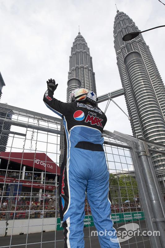 Pemenang balapan: Chaz Mostert: Prodrive Racing Australia Ford