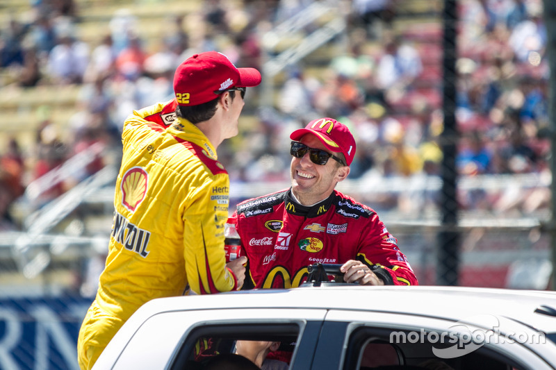 Joey Logano, Team Penske and Jamie McMurray, Chip Ganassi Racing during the drivers parade