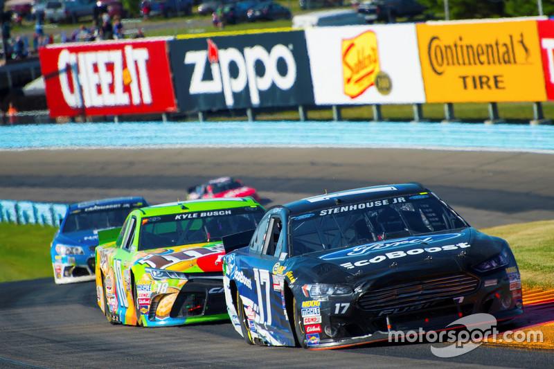 Ricky Stenhouse Jr., Roush Fenway Racing Ford and Kyle Busch, Joe Gibbs Racing Toyota