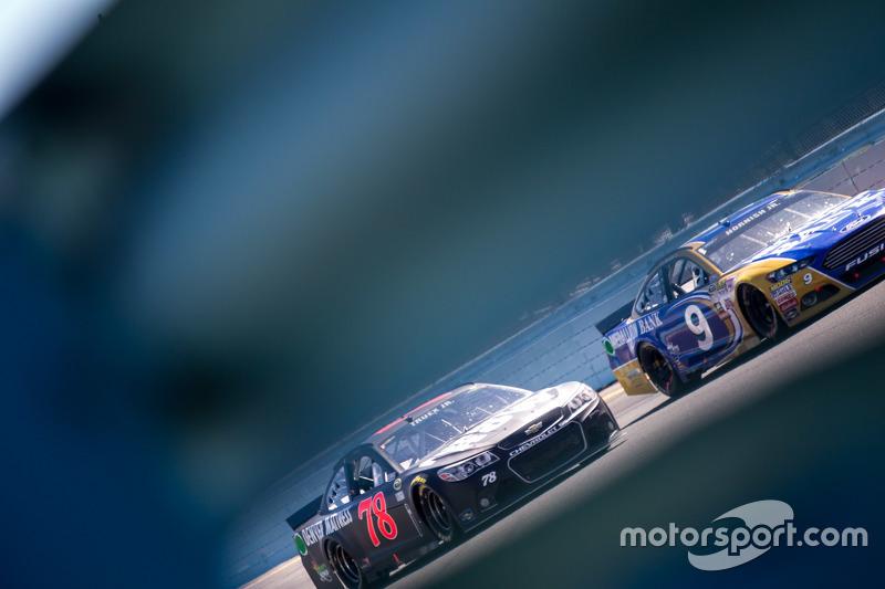 Sam Hornish Jr., Richard Petty Motorsports Ford and Martin Truex Jr., Furniture Row Racing Chevrolet