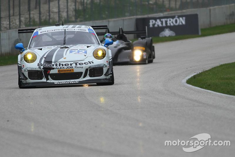 #22 Alex Job Racing Porsche 911 GT America: Cooper MacNeil bersama dengan gadis cantik WeatherTech