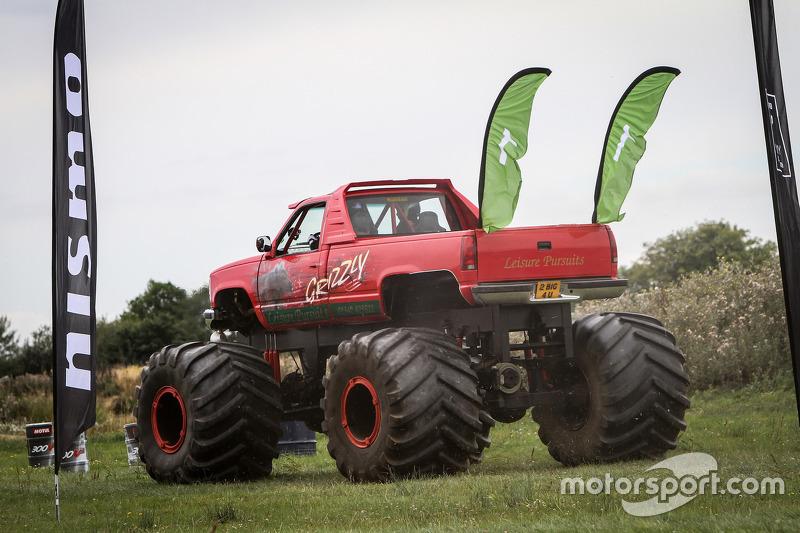 Monster Truck race di Nissan GT Academy Race Camp