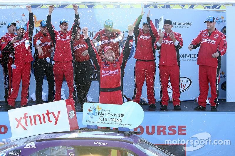 Juara balapan Regan Smith, JR Motorsports Chevrolet