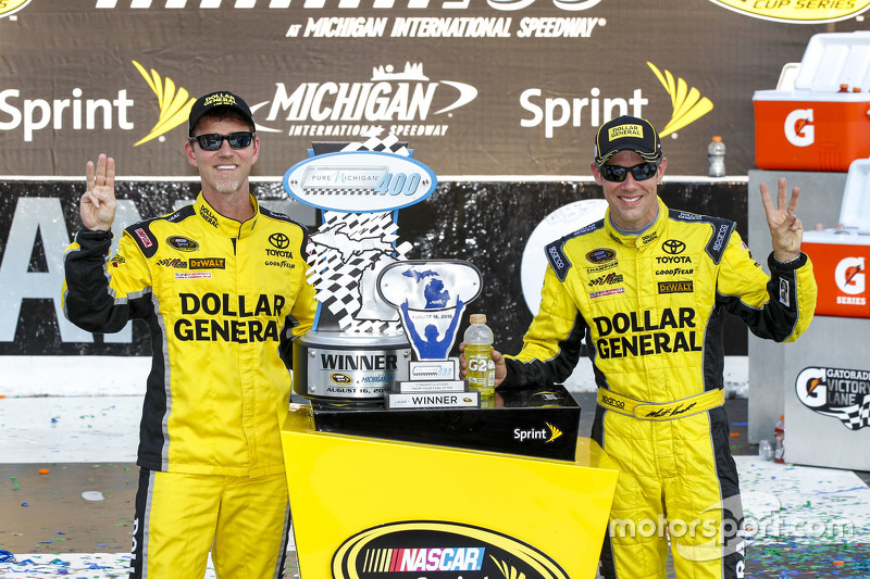 Race winner Matt Kenseth, Joe Gibbs Racing Toyota with crew chief Jason Ratcliff