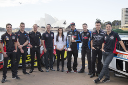 V8 Supercars pilotları Tim Slade, Scott McLaughlin, Will Davison, Craig Lowndes, Renee Gracie, Chaz Mostert, Mark Winterbottom, Rick Kelly ve Jamie Whincup