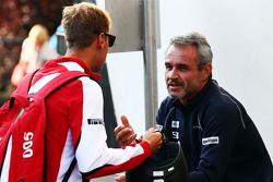 (Kiri ke Kanan): Sebastian Vettel, Ferrari dengan Beat Zehnder, Sauber F1 Team Manager