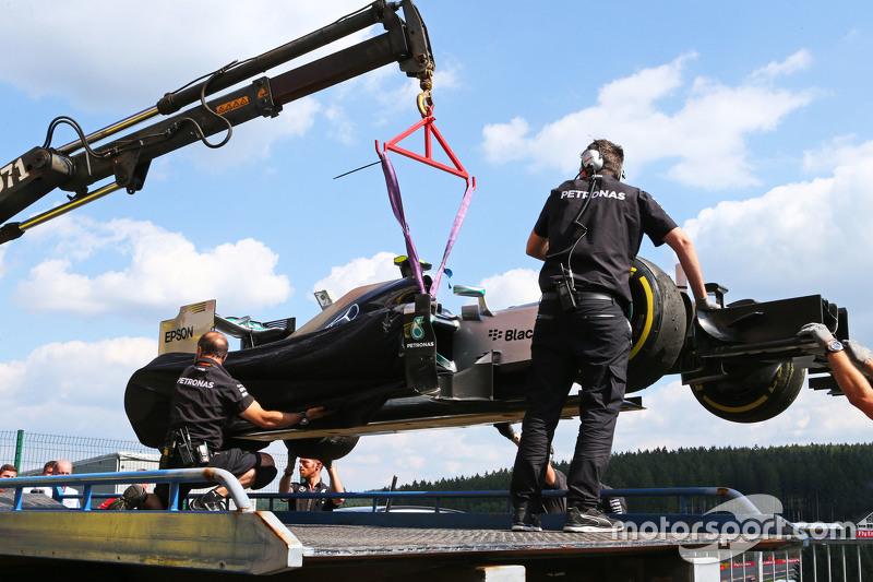 Nico Rosberg, Mercedes après l'explosion d'un pneu