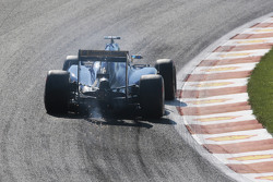 Marcus Ericsson, Sauber C34 sends sparks flying