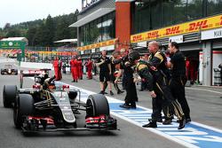 Ромен Грожан, Lotus F1 Team празднует третье место с командой после гонки