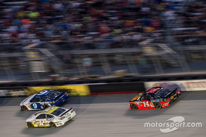 Sam Hornish Jr., Richard Petty Motorsports Ford, Tony Stewart, Stewart-Haas Racing Chevrolet, Josh Wise