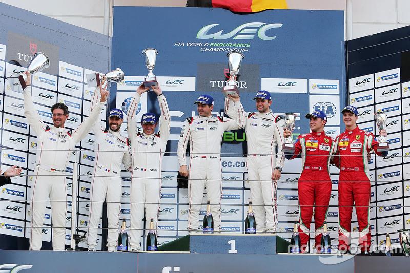 GTE Pro, Klassenpodium: 1. Richard Lietz, Michael Christensen, Porsche Team; 2. Frédéric Makowiecki,