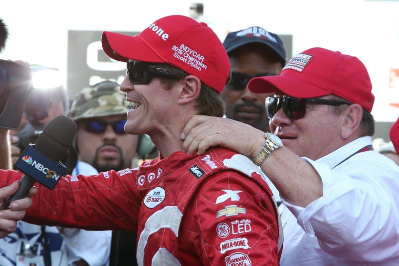 Le vainqueur de la course et champion IndyCar 2015 Scott Dixon, Chip Ganassi Racing Chevrolet