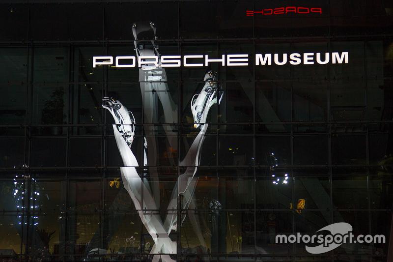 La nueva Inspiración 911 escultura en la Porscheplatz