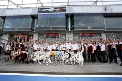 El equipo Porsche celebra el 1-2