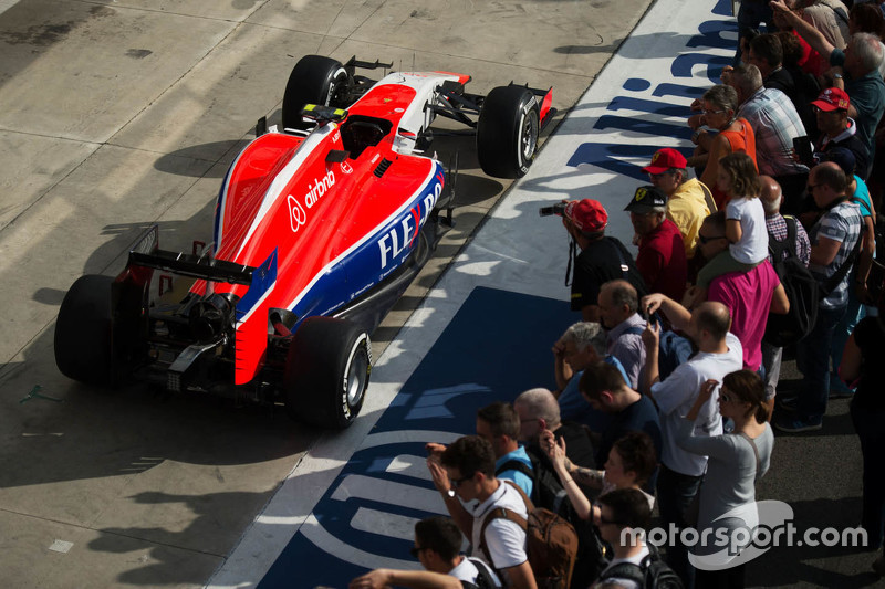 Manor Marussia F1 Team car на піт-лейні