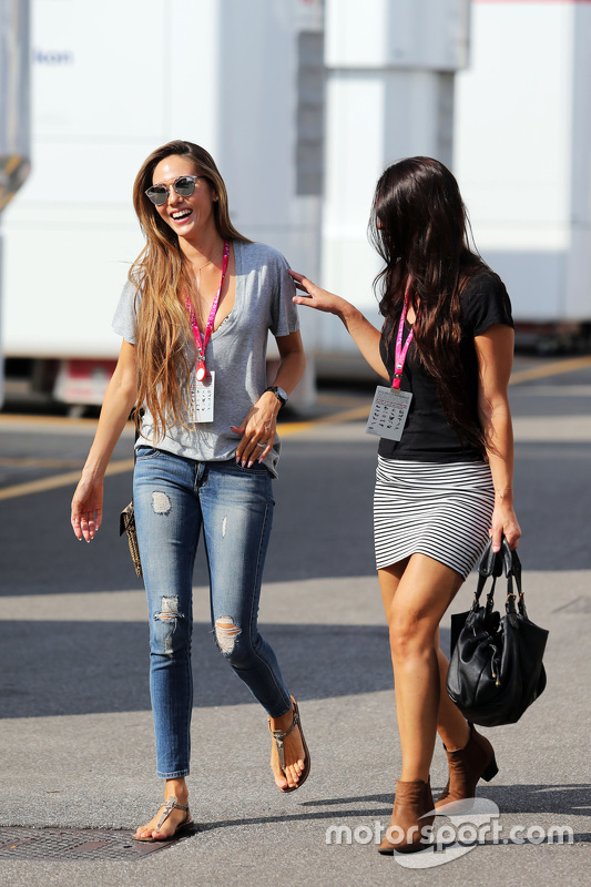 Jessica Button Michibata, vrouw van Jenson Button, McLaren