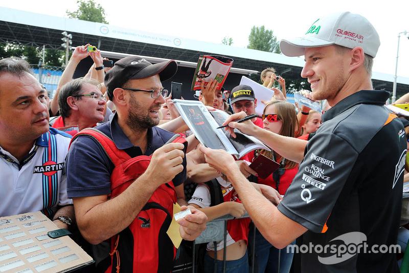 Ніко Хюлкенберг, Sahara Force India роздає автографи фанатам