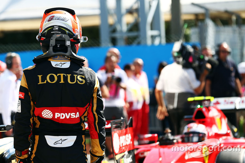 Romain Grosjean, Lotus F1 Team, im Parc Fermé