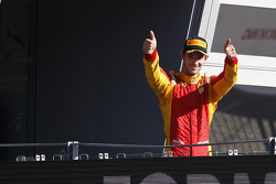 Le vainqueur de la course 1 Alexander Rossi, Racing Engineering