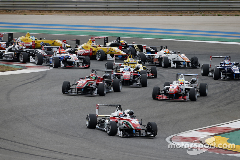 Race 2 Start: Felix Rosenqvist, Prema Powerteam Dallara Mercedes-Benz leads