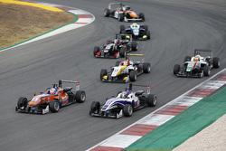 Michele Beretta, Mücke Motorsport Dallara Mercedes-Benz, dan Wing Chung Chang, Fortec Motorsports Da