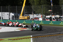Race 2 Start: Alex Fontana, Status Grand Prix leads