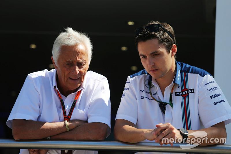 Bob Constanduros, Journalist und Streckensprecher, mit seinem Sohn Max Constanduros, Williams-Pressevertreter