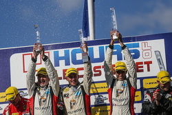 GTC подіум: переможці Eric Dermont, Franck Perera, Dino Lunardi