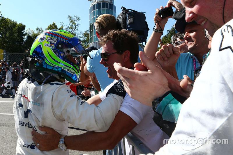 Felipe Massa, Williams, feiert Platz drei mit dem Team im Parc Fermé
