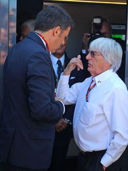 Matteo Renzi, el primer ministro italiano con Bernie Ecclestone