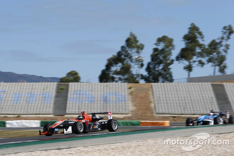 Julio Moreno, ThreeBond with T-Sport Dallara NBE; Raoul Hyman, Team West-Tec F3 Dallara Mercedes-Ben