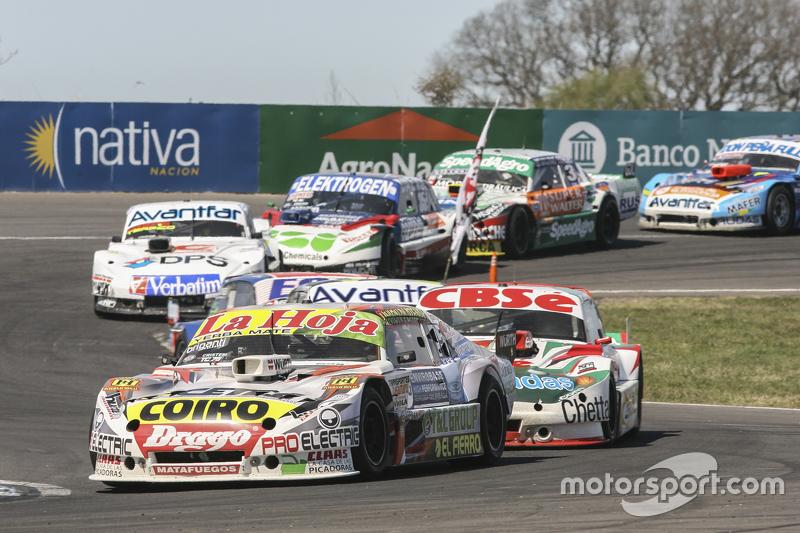 Мартін Серрано, Coiro Dole Racing Dodge та Карлос Окуловіч, Sprint Racing Torino та Леонел Сотро, Al
