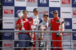 Podium 3. Rennen: 2. Jake Dennis; 1. Felix Rosenqvist; 3. Lance Stroll, Prema Powerteam