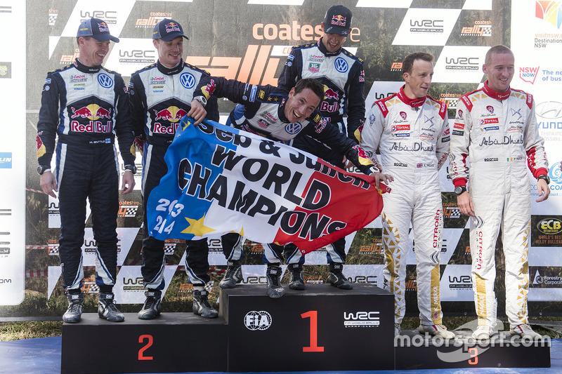 Podium: ganadores y campeones de WRC 2015, Sébastien Ogier y Julien Ingrassia, segundo lugar, Jari-M