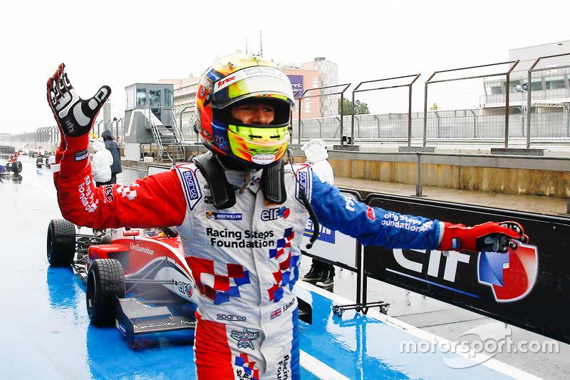 Race winner Ben Barnicoat, Fortec Motorsports