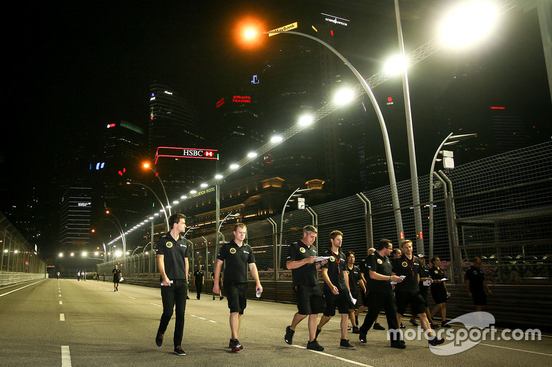 Jolyon Palmer, Lotus F1 Team Test and Reserve Driver and Romain Grosjean, Lotus F1 Team walk the circuit