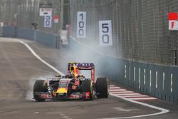 Даниил Квят, Red Bull Racing RB11 блокирует колеса на торможении