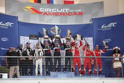 LMGTE Am подіум: переможці Андреа Бертоліні, Віктор Шайтар, Олексій Басов, SMP Racing, друге місце К