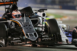 Nico Hulkenberg, Sahara Force India F1 VJM08 and Felipe Massa, Williams FW37 crash during the race