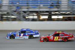 Elliott Sadler, Roush Fenway Racing Ford ve Michael Self, Chevrolet