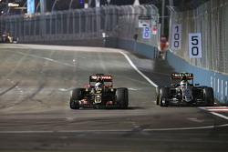 Romain Grosjean, Lotus F1 E23 y Sergio Pérez, Sahara Force India F1 VJM08 batalla por la posición