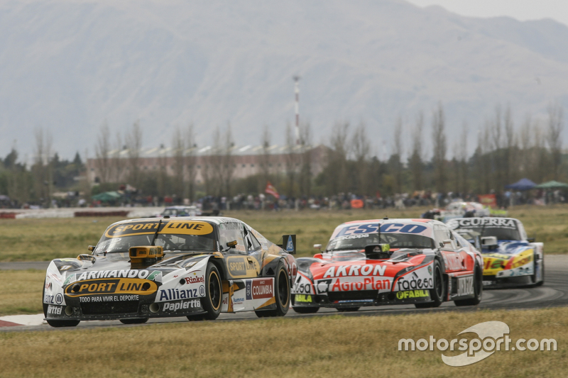 Leonel Pernia, Las Toscas Racing Chevrolet and Guillermo Ortelli, JP Racing Chevrolet and Josito di Palma, CAR Racing Torino