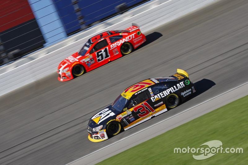 Ryan Newman, Richard Childress Racing Chevrolet and Justin Allgaier, HScott Motorsports Chevrolet