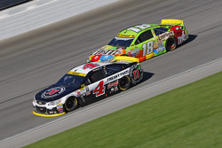 Kevin Harvick, Stewart-Haas Racing Chevrolet and Kyle Busch, Joe Gibbs Racing Toyota