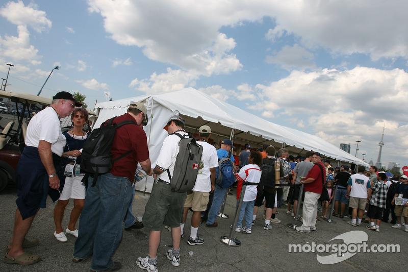 Fans line up at the autograph session